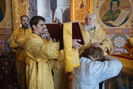 В Астраханской митрополии рукоположили ещё одного клирика