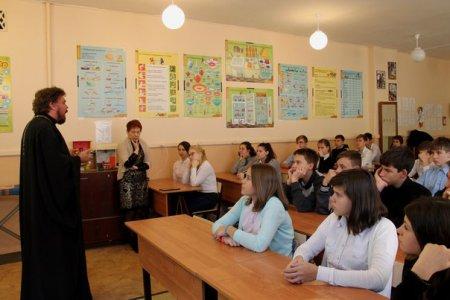 Священник Виталий Семенов пообщался со школьниками