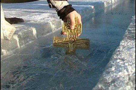 Святую воду в Астраханских храмах начнут раздавать накануне Крещения