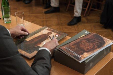 В Астрахани отреставрированы две редкие иконы Божьей Матери