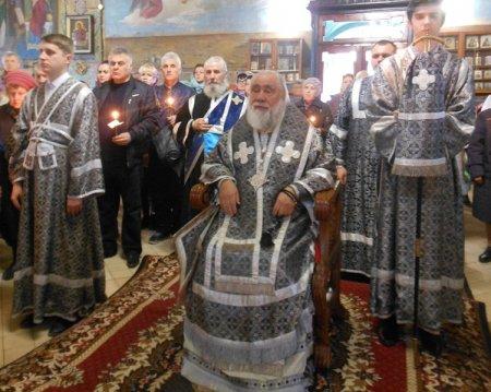 Владыка Иона совершил чин пассии в храме Иоанна Златоуста