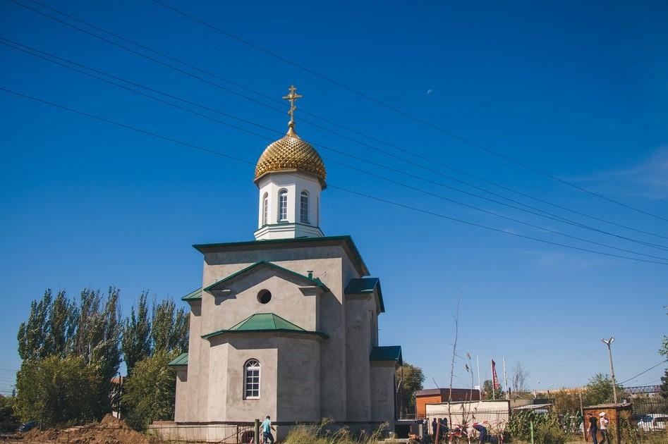 Первый молебен в новом храме святого Михаила Архангела