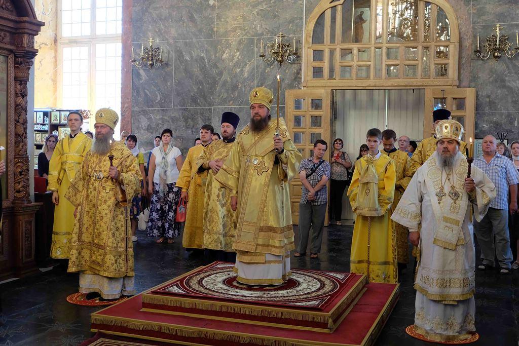 Архиерейское богослужение в Успенском кафедральном соборе