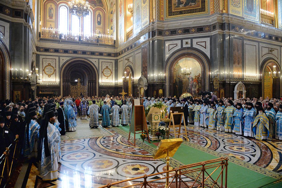 Митрополит Никон принял участие в Патриаршем богослужении в Москве
