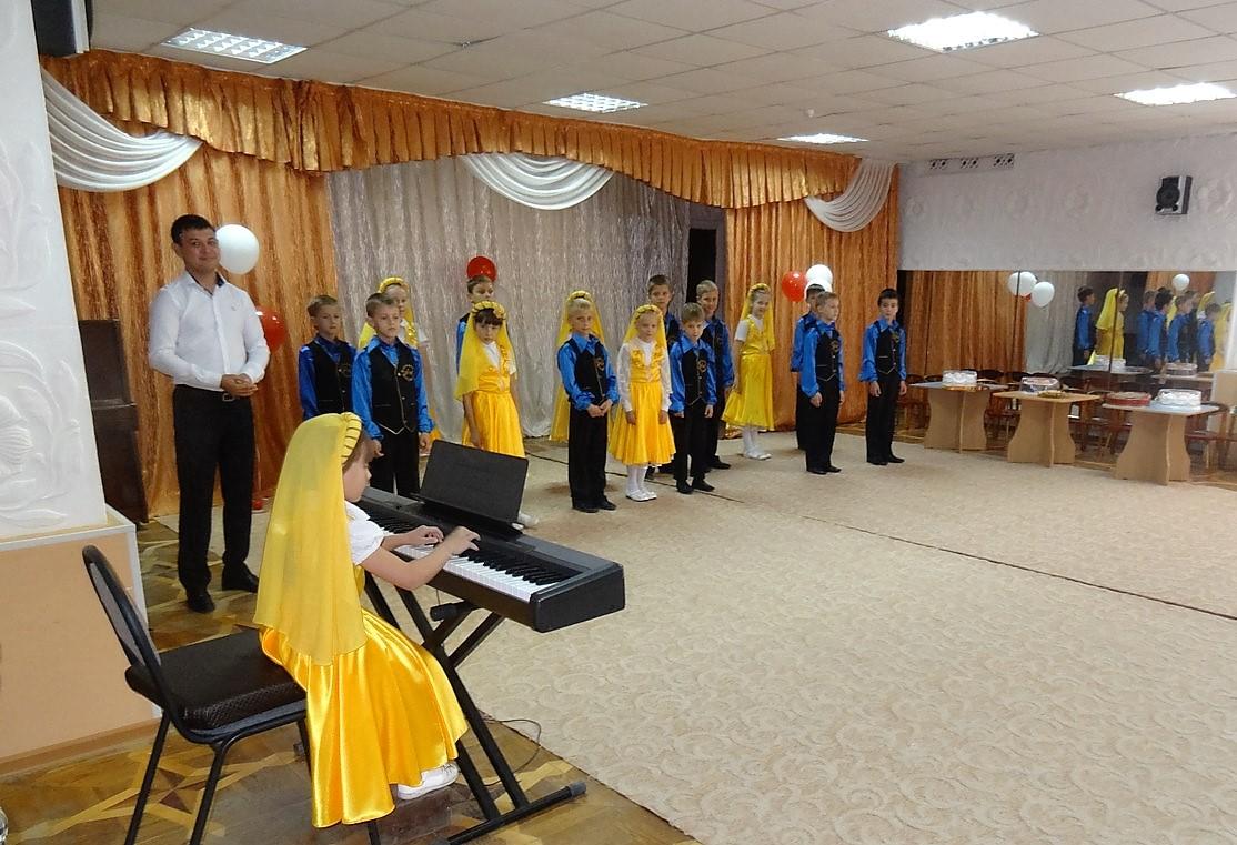 Хор центра духовно-нравственного воспитания БоголепЪ выступил на профессиональном празднике дошкольных работников