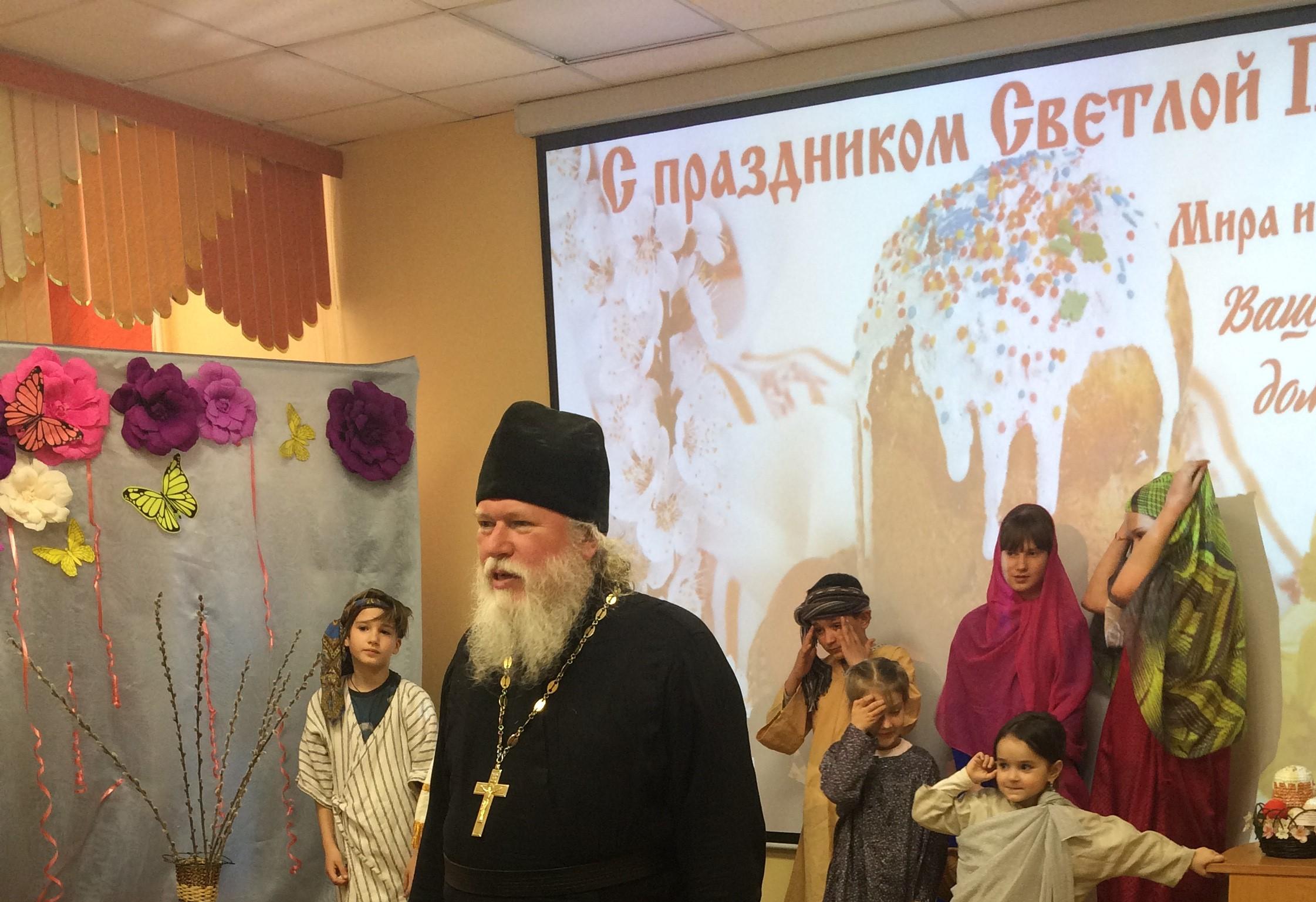Юные прихожане храма Казанской иконы Божией Матери поздравили подопечных детских социальных учреждений Астрахани с праздником Светлого Христова Воскресения