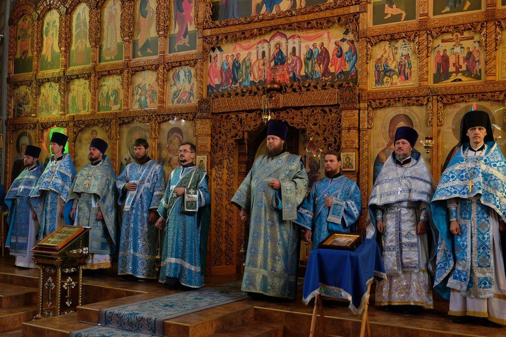Престольный праздник в храме Феодоровской иконы Божией Матери