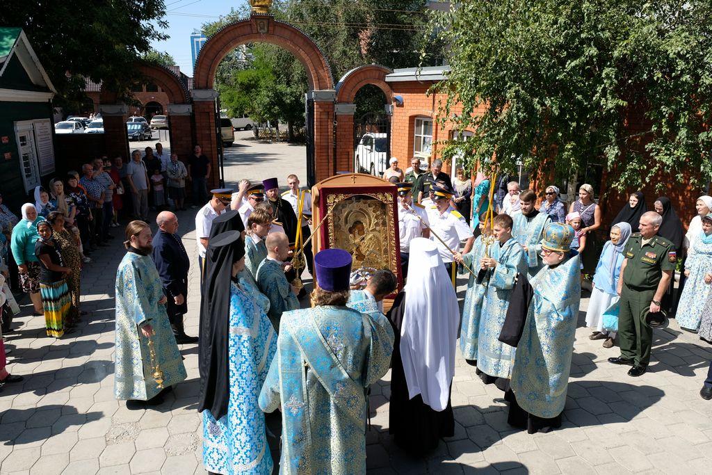 В Покровском соборе встретили Донскую икону Божией Матери из Ростова-на-Дону