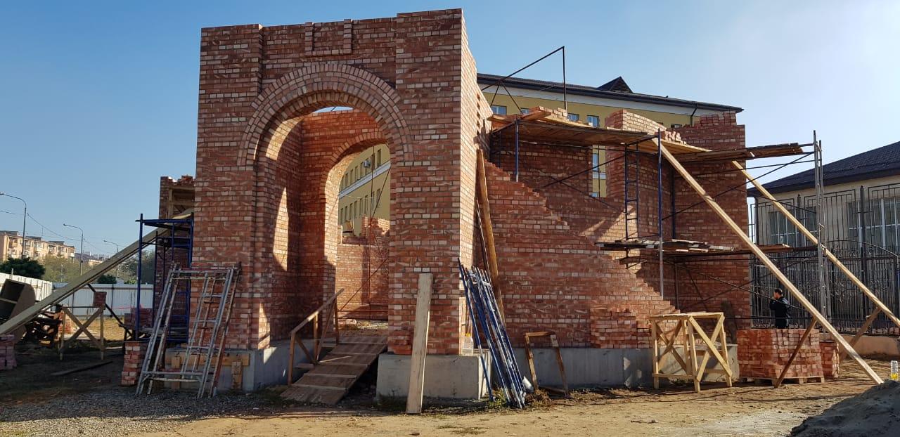Митрополит Никон посетил строящийся Никольский храм г. Астрахани