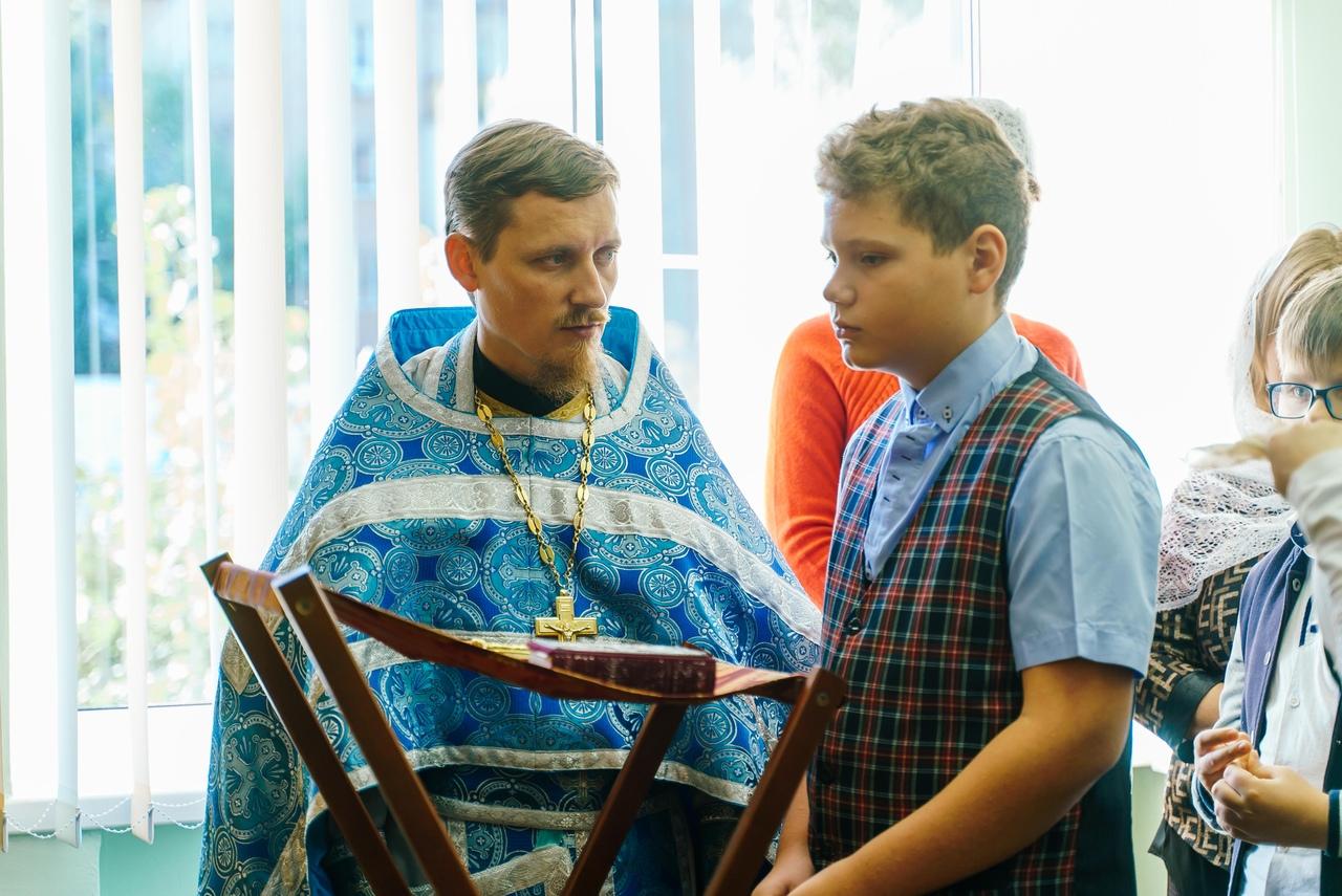 В домовом храме основной школы Православной гимназии была совершена первая Божественная литургия