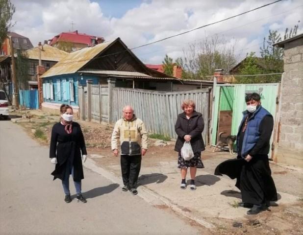 Астраханская епархия продолжает оказывать социальную помощь астраханцам, находящимся в трудной жизненной ситуации в период эпидемии коронавирусной инфекции