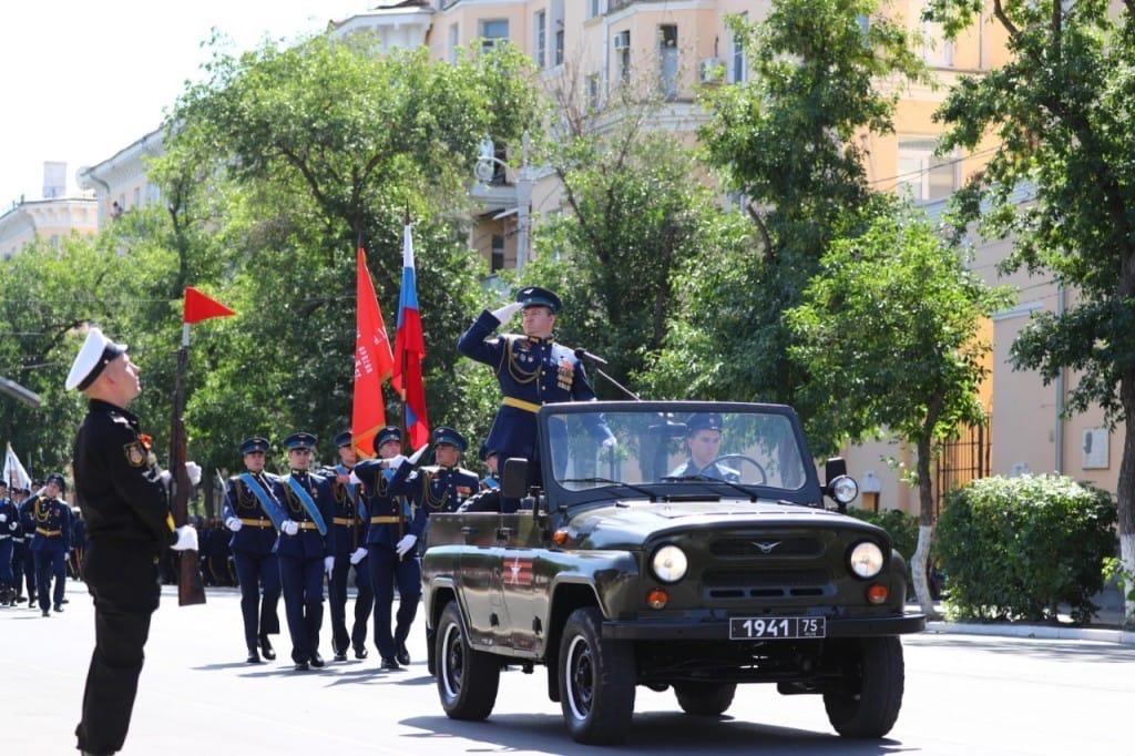 Представители Астраханской митрополии присутствовали на торжественном построении войск Астраханского территориального гарнизона в честь 75-летия Победы