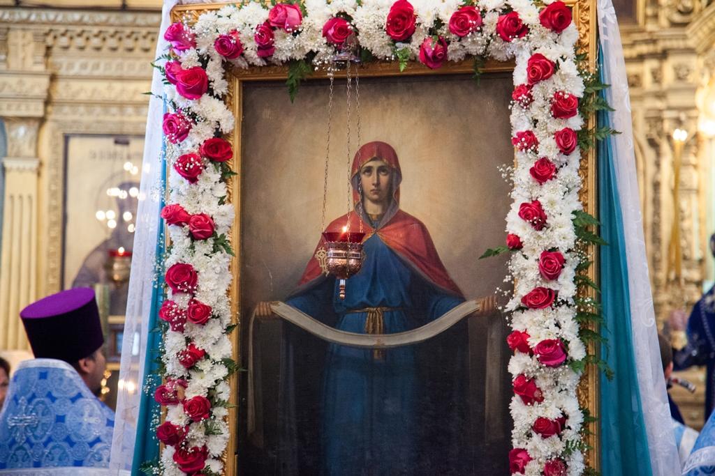 Престольный праздник Покрова Божией Матери в храмах Астраханской епархии